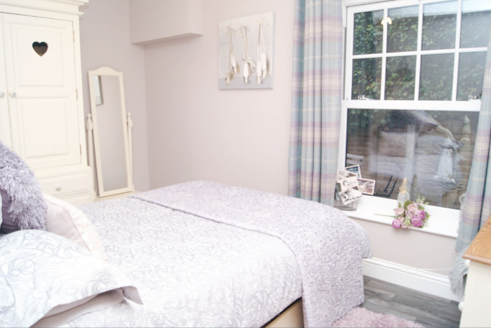 Cosy up in this country style bedroom...